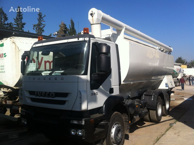 новый грузовик кормовоз IVECO Trakker