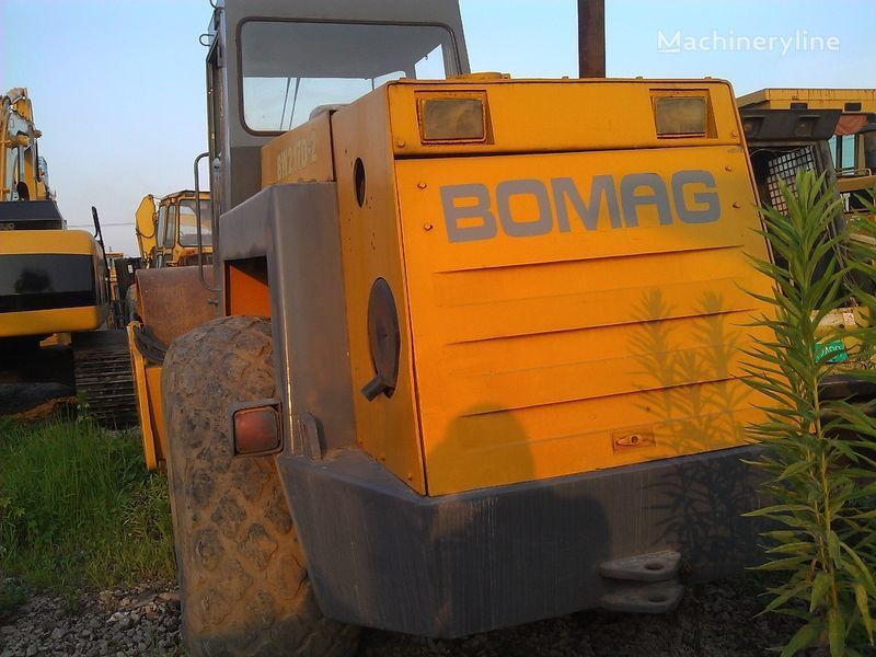 каток грунтовый BOMAG BW217D-2