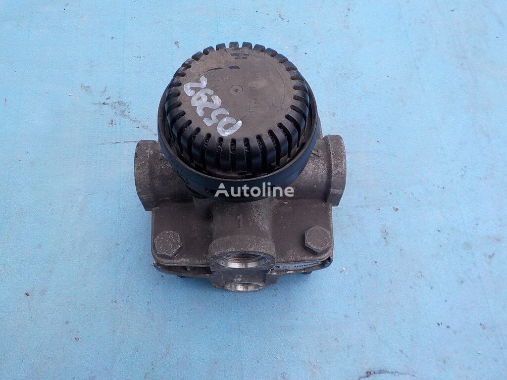 клапан  Renault ускорительный,тормозной для грузовика RENAULT