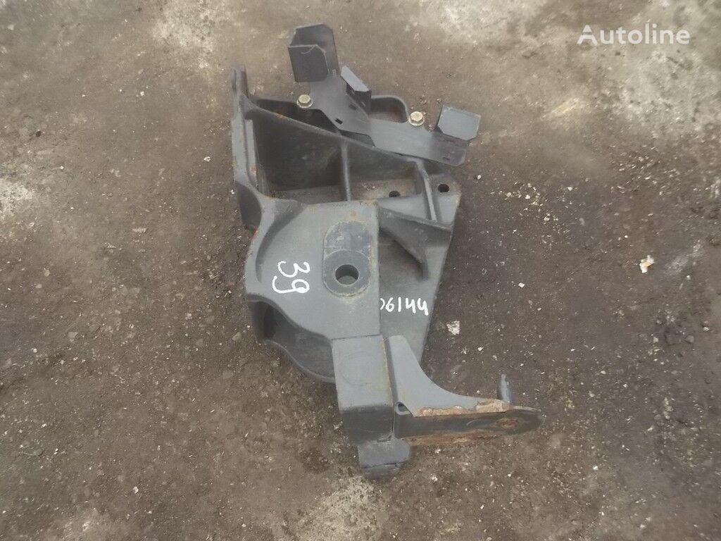 крепежные элементы  Кронштейн крепления передней рессоры RH Renault для грузовика
