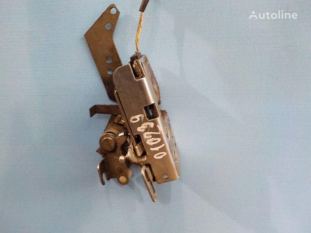 крепежные элементы VOLVO Замок двери правый с электроприводом для грузовика VOLVO