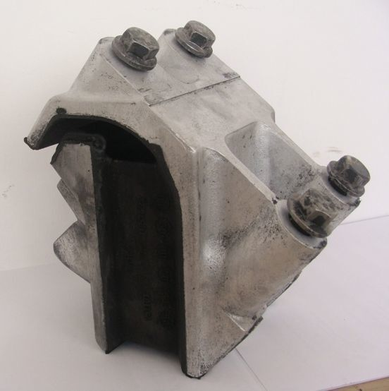 подушка опоры двигателя DAF для тягача DAF XF 105