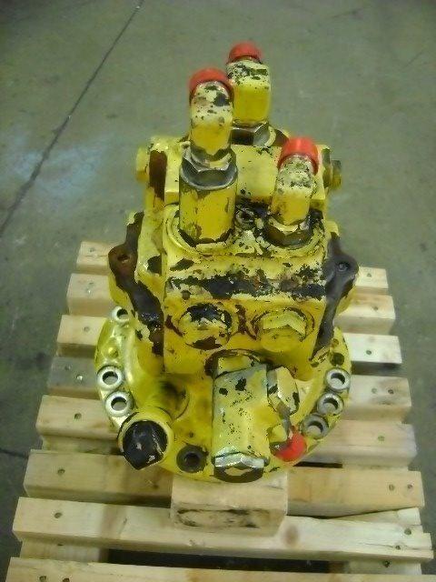 поворотный редуктор  Motore di rotazione для экскаватора KOMATSU PW 130