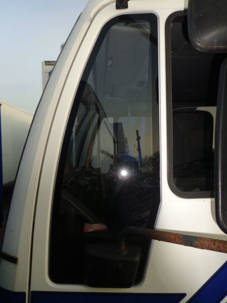стекло  неподъемное для грузовика MAN 18