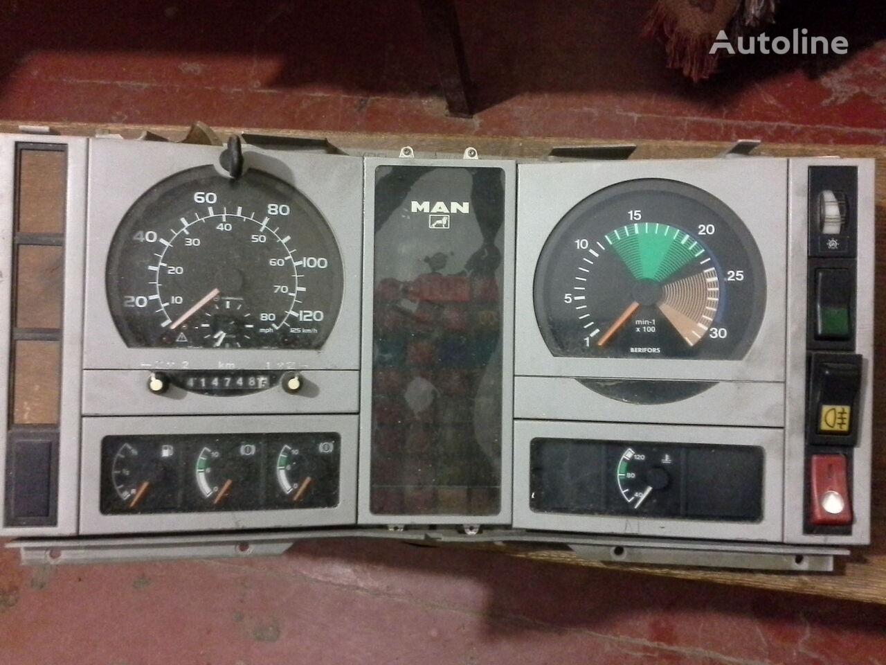 тахограф  Спідометр  Тахометр оригінальні запчасті кабіни для грузовика MAN  L2000 По запчастям